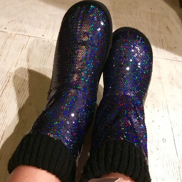 09ad61eaf18 Victoria s Secret Muk Luks Slipper Boots NEW 7 8